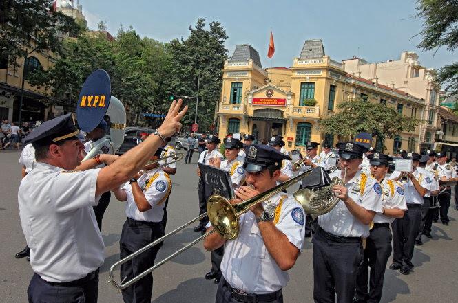 Hình ảnh 200 cảnh sát quốc tế biểu diễn nhạc hội trên đường phố Sài Gòn số 1