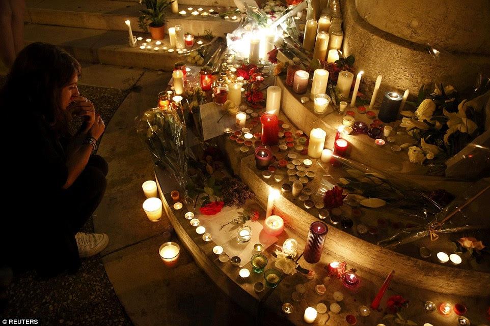 Bem como o padre católico, o padre Jacques Hamal, os dois atacantes armados de faca levou duas freiras e dois paroquianos refém
