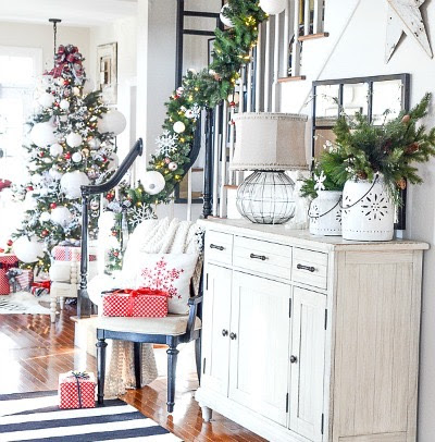 2-christmas-foyer-stonegableblog-2