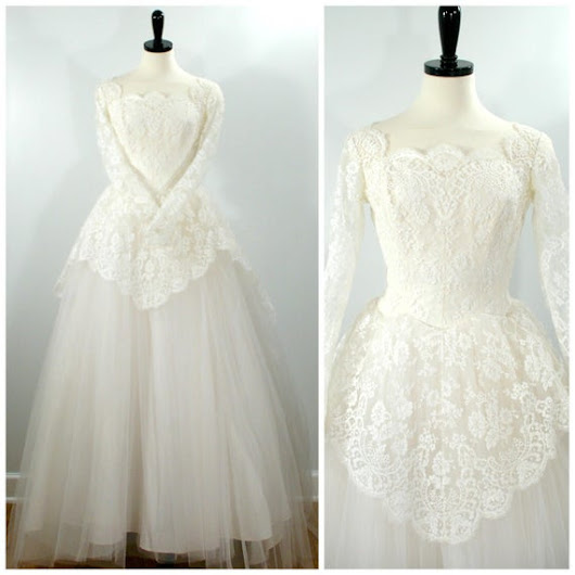 Vintage 1950s Wedding Dress Chantilly Lace and by Flourisheshome