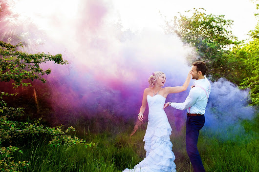 Smoke bomb wedding photos |smoke grenade wedding photos