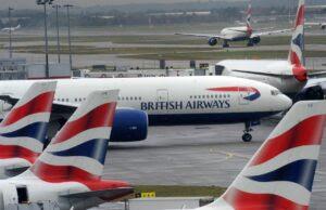 """Passeggero malato in aereo, steward lo legano al posto: """"Puoi defecare lì"""""""