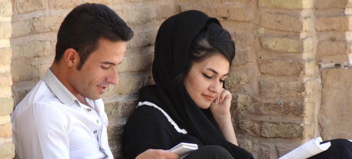 Υπουργείο... γάμου στο Ιράν: Δίνεις ύψος, βάρος, ηλικία και το κράτος σου βρίσκει ταίρι [εικόνες]
