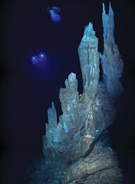 Explorando o fundo dos oceanos, paredes formadas por vulcões submarinos