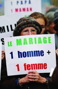 Jovens participam em Paris da  Manif Pour Tous — multitudinárias jornadas de protesto em defesa da família tradicional.