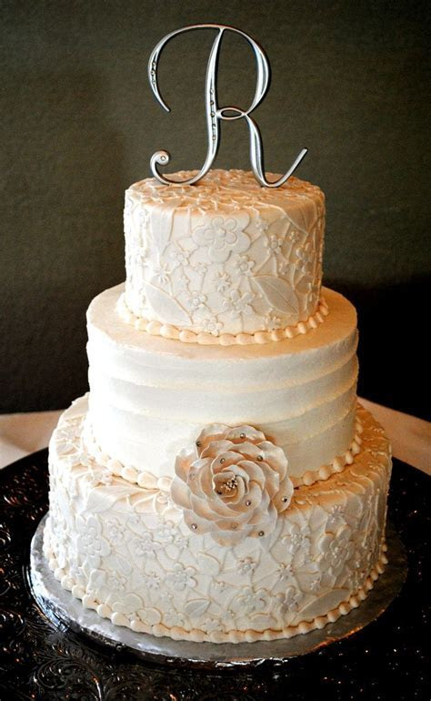 25  best ideas about Vintage Wedding Cakes on Pinterest