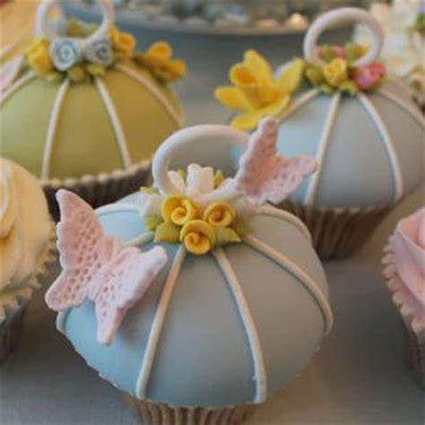How to make a Vintage Bird Cage cupcake ? CakeJournal.com