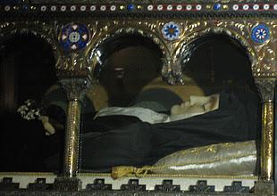 http://www.todayscatholicworld.com/incorrupt-body-saint.jpg