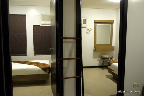 isuites-taka-room-bed.jpg