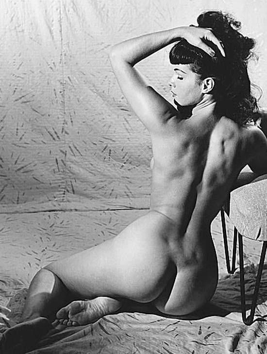 Bettie Page, símbolo sexual da década de 1950, popularizou o pin-up e foi uma das musas da revolução sexual