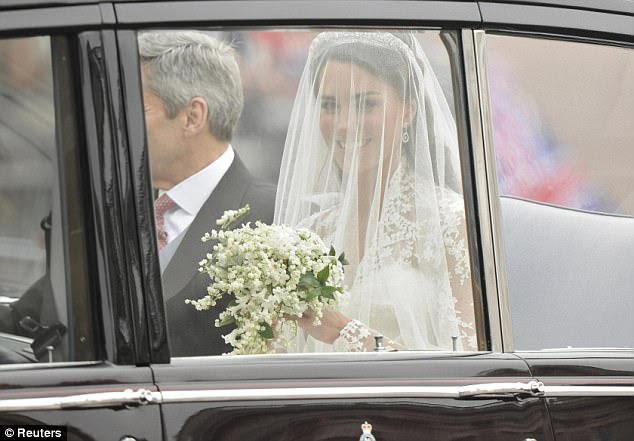 Kate Middleton and her father, Michael, travel in a Rolls Royce to Westminster Abbey