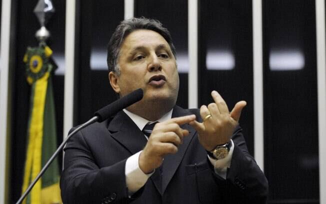 O mandado de prisão foi expedido pelo juiz Glaucenir Silva de Oliveira