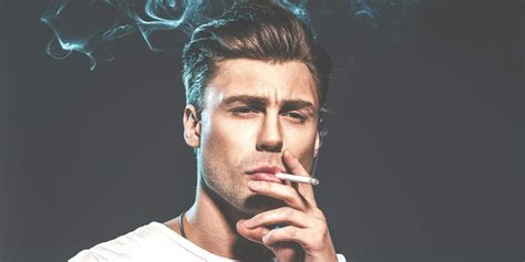 gambar  tua merokok keren