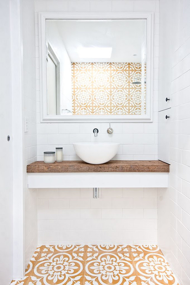 Bathroom Tiling Ideas. Fresh ideas for bathroom tiling. Bathroom with geometric tile. Via Casa Haus.