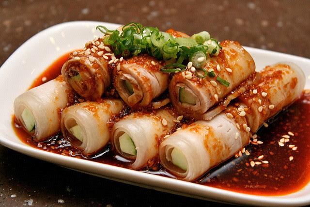 Fragrant Pork with Crushed Garlic 蒜泥白肉, S$6.80