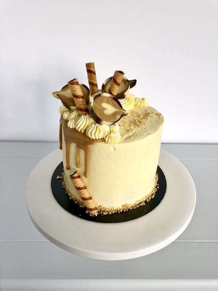Sassy Coffee and Walnut Birthday Cake ? Anges de Sucre
