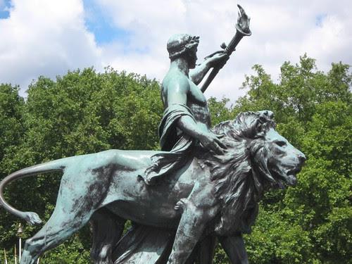 06-Lion Statue