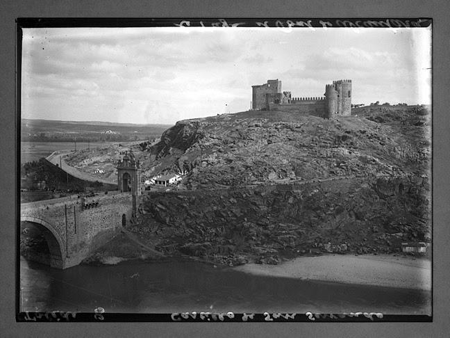 Puente de Alcántara y Castillo de San Servando hacia 1910. Fotografía de Charles Chusseau-Flaviens. Copyright © George Eastman House, Rochester, NY