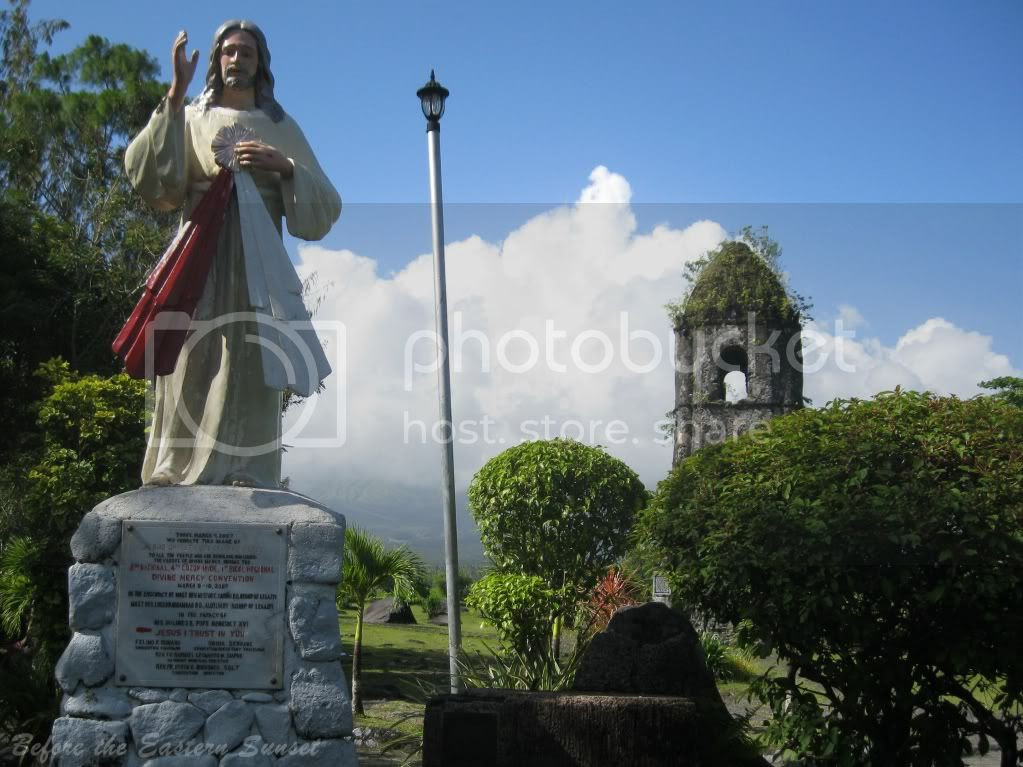 Image of Lord of Divine Mercy at Cagsawa Ruins, Bicolandia