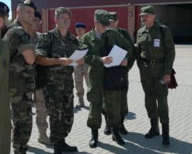 La delegación rusa en la base de las FAMET