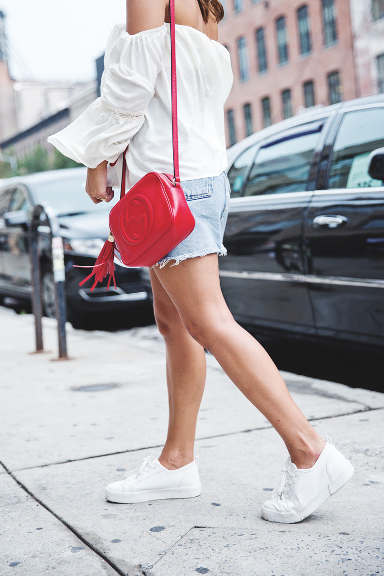 Off_Shoulders_Top-Vintage_Levis_Skirt-White_Sneakers-Gucci_Disco_Bag-Street_Style-New_York-NYFW-6