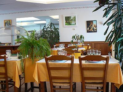 salle à manger de l'auberge du Baou Raou.jpg