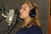 Após intervalo, Rachel Malafaia retoma produção de seu novo CD