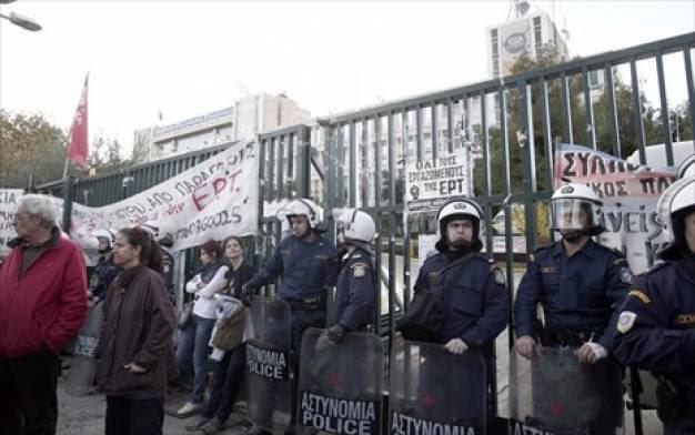 Guardian: Η ΕΡΤ σύμβολο για όσα συμβαίνουν στην Ελλάδα