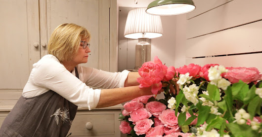 'It's almost like a drug': How flower arranging is helping people relieve stress