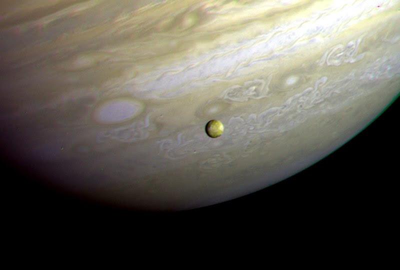 File:Voyager 2 Jupiter Io.jpg