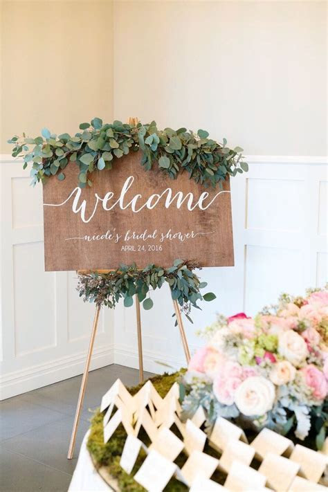 25  best ideas about Bridal shower decorations on