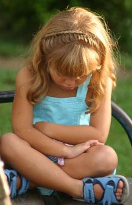 nina enfadada Consulta: mi hijo cuando se enfada me dice que no me quiere