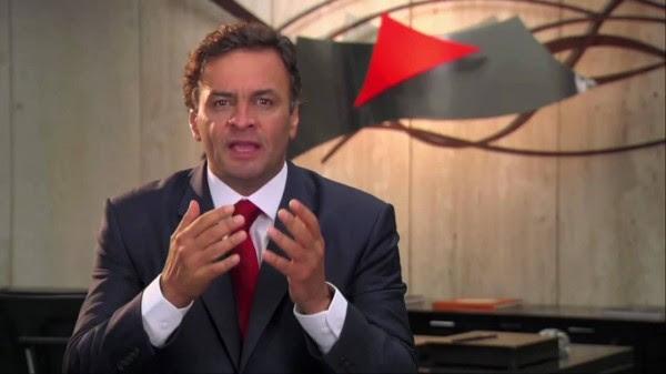 O então governador Aécio Neves