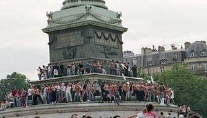 Colonne-de-juillet-place-bastille-gaypride-detail