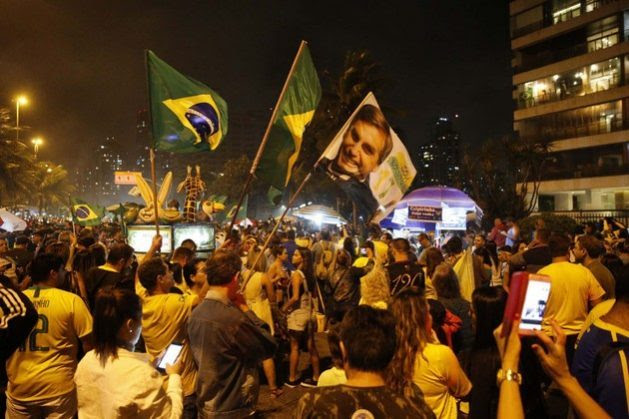 Supporters of president-elect Jair Bolsonaro celebrate his triumph in the early hours of Oct. 29, in front of the former captain's residence on the west side of Rio de Janeiro. The far-right candidate garnered 55.13 percent of the vote and will begin his four-year presidency on Jan. 1, 2019. Credit: Fernando Frazão/Agencia Brasil