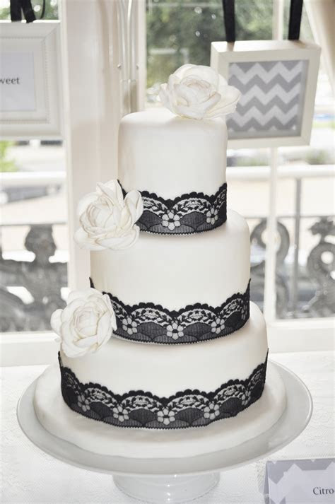Weddingcake 50's Style Dessert Table   CakeCentral.com