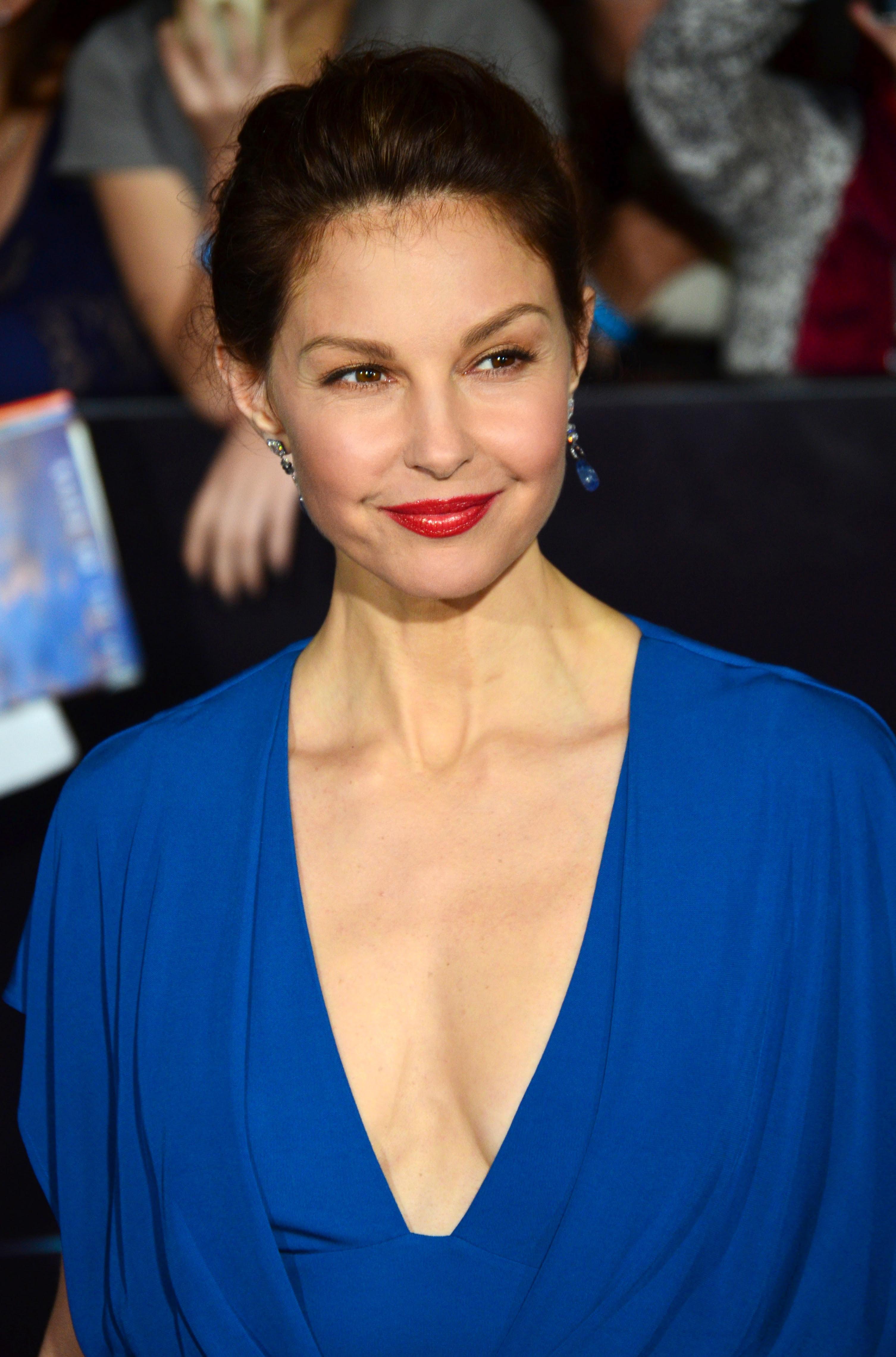 http://upload.wikimedia.org/wikipedia/commons/0/06/Ashley_Judd_2014.jpg