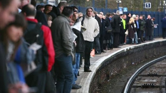 Rail delays: Passengers to get cash compensation - BBC News
