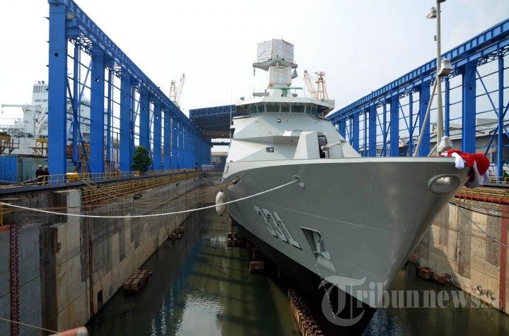 ekspor-perdana-kapal-perang-buatan-indonesia_20160118_210319.jpg