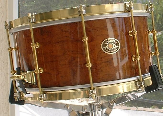 snare drum addict ludwig maple with waterfall bubinga finish. Black Bedroom Furniture Sets. Home Design Ideas