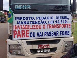 Caminhões foram adesivados para manifestação (Foto: Marcelo Kumbier/ Arquivo pessoal)