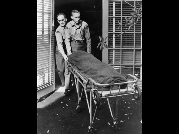 Medical attendents removing the body of Marilyn Monroe on Aug. 5, 1962.