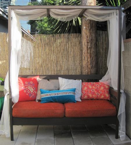 colorful outdoor daybed   Shelterness