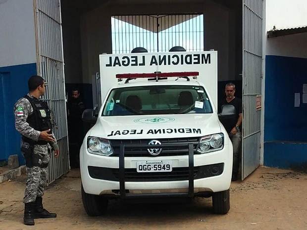 Itep retirou o corpo da unidade prisional no início da tarde desta segunda (25) (Foto: Divulgação/PM)
