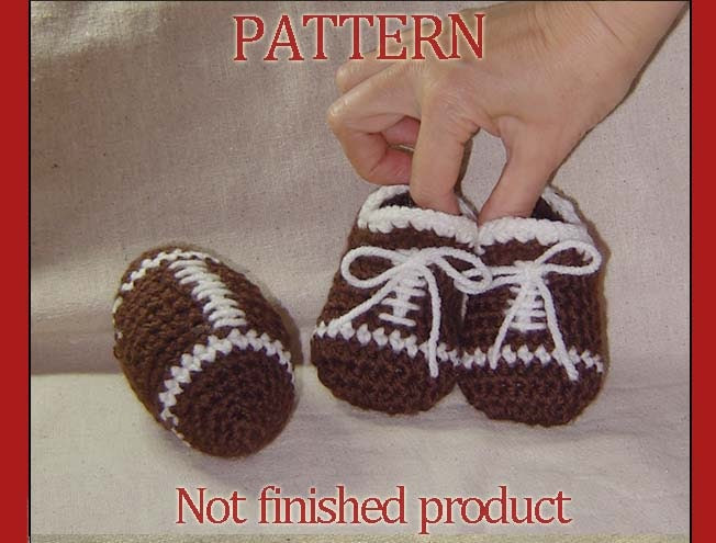 Crochet Pattern 44 - Toy Football and baby boy football booties, Photo prop
