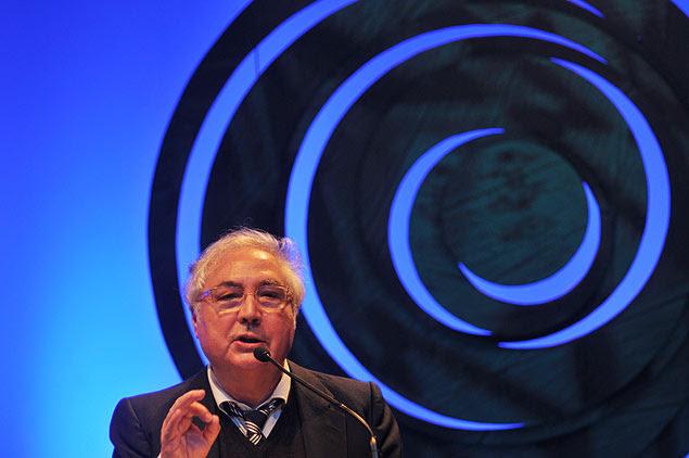 O sociólogo espanhol Manuel Castells fala no Fronteiras do Pensamento, na noite de terça (11), em São Paulo