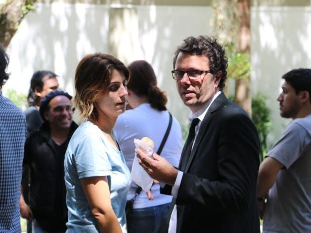Duca Leindecker estava acompanhado da mulher Manuela D'ávila no velório do irmão, Luciano (Foto: Estêvão Pires/G1)