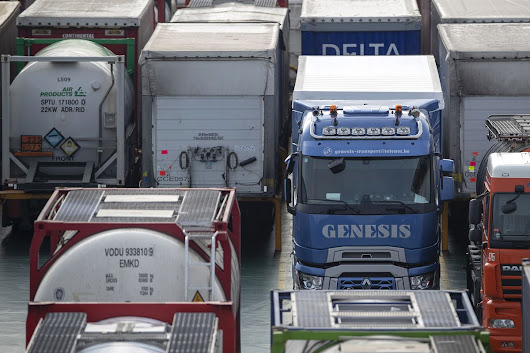Truckers Fear There'll Be Nowhere to Go as Brexit Jams Loom