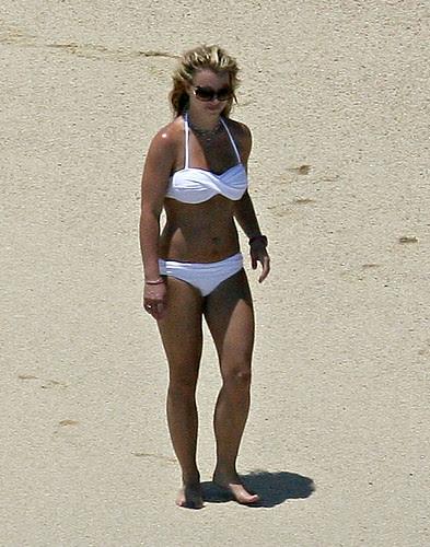 singer britney bikini pics