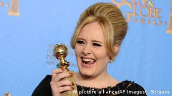 Hochsteckfrisuren Sängerin Adele (picture alliance/AP Images/J. Strauss)